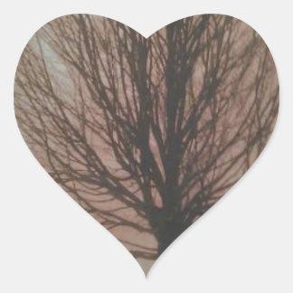 Árbol en productos de la caída pegatina en forma de corazón