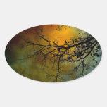 árbol en una mañana tempestuosa pegatinas ovales