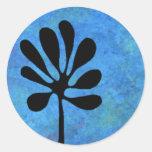 Árbol estilizado en el pegatina del color de agua