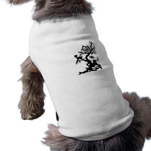 Árbol fantasmagórico negro de Halloween Camisetas De Perrito