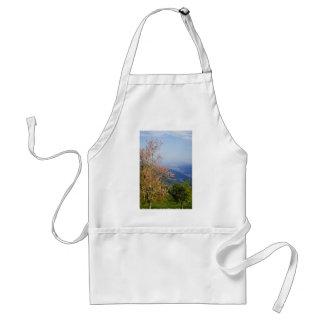 Árbol floreciente de Brown que pasa por alto las f Delantal