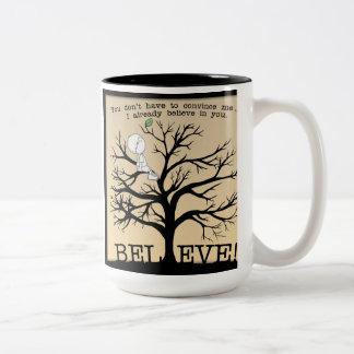 Árbol floreciente taza dos tonos