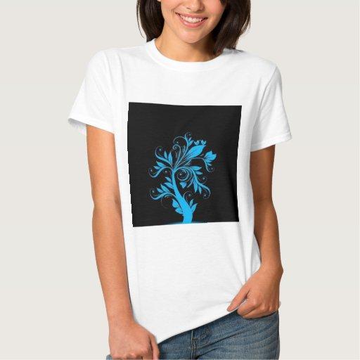 árbol hermoso con los corazones y los pájaros remeras