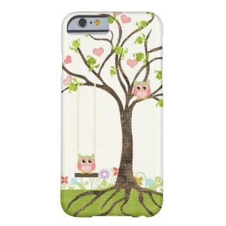 Árbol lindo caprichoso de los búhos de los funda para iPhone 6 barely there