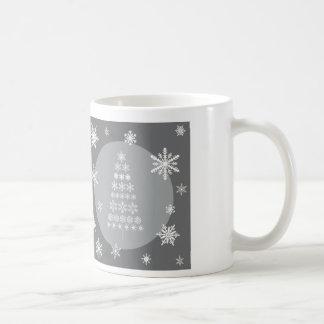 árbol moderno del copo de nieve de las tendencias taza básica blanca