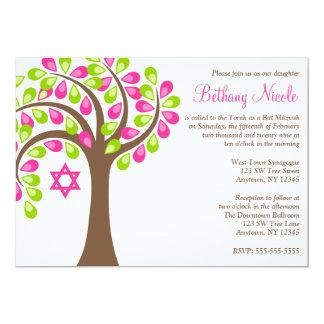 """Árbol moderno del palo Mitzvah del verde del rosa Invitación 5"""" X 7"""""""