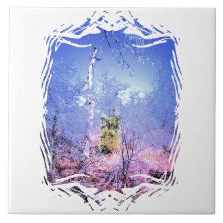 Árbol muerto helado con árbol de hoja perenne azulejo ceramica