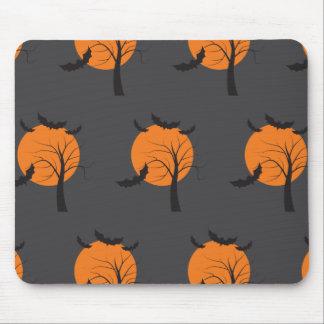 Árbol muerto, luna anaranjada y palos Halloween Alfombrilla De Ratones