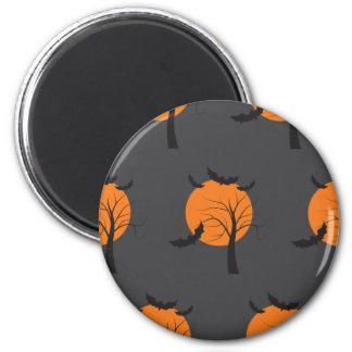 Árbol muerto, luna anaranjada y palos Halloween Imán Redondo 5 Cm