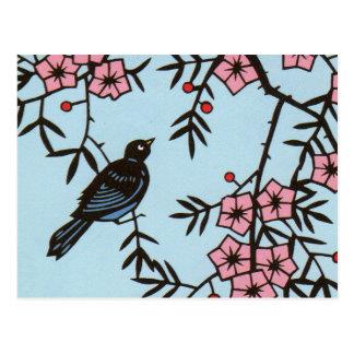Árbol negro de la flor de cerezo del pájaro postal