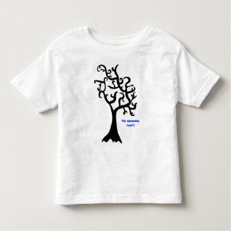 ¡árbol negro llano, estoy creciendo rápidamente! tshirt