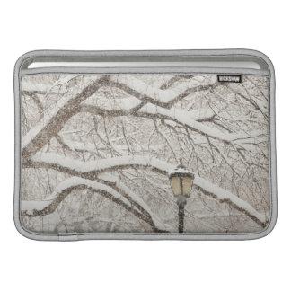 Árbol nevado 2 funda  MacBook