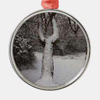 Árbol nevado en el bosque de Epping Adorno Navideño Redondo De Metal