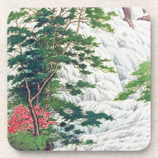 Árbol oriental fresco de la cascada del río de Has Posavaso