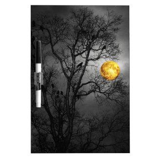 Árbol por completo de cuervos con una Luna Llena Pizarras