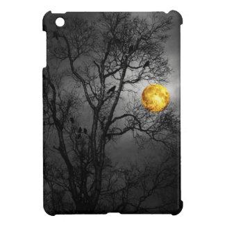 Árbol por completo de cuervos con una Luna Llena iPad Mini Cobertura