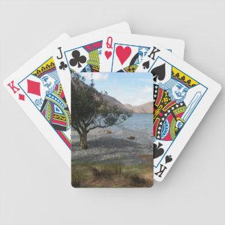 Árbol por la orilla baraja cartas de poker