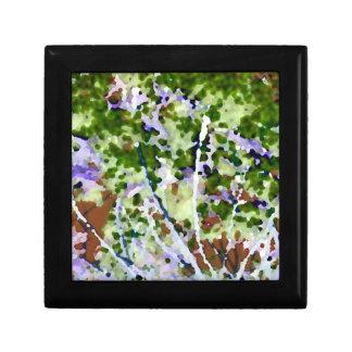 árbol púrpura de la flor contra el extracto del ci cajas de recuerdo