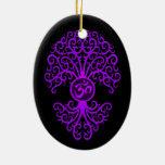 Árbol púrpura de OM en negro Ornamentos De Navidad