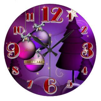 Árbol púrpura grande de la chuchería del navidad relojes de pared
