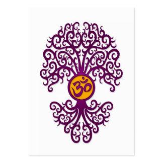 Árbol púrpura y amarillo de OM de la yoga en blanc Tarjeta De Visita