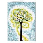 Árbol que brilla intensamente de la tarjeta de la