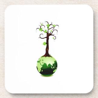 árbol que crece fuera del globo verde ecology.png portavasos