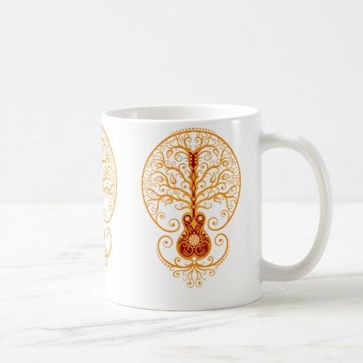 Árbol rojo de oro de la guitarra de la vida taza de café