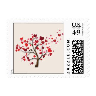 Árbol rojo del corazón en el boda de marfil envio
