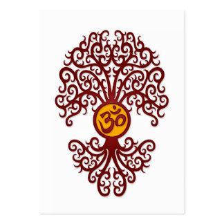 Árbol rojo y amarillo de OM de la yoga en blanco Tarjetas De Visita