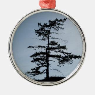 Árbol solitario del superviviente adorno navideño redondo de metal
