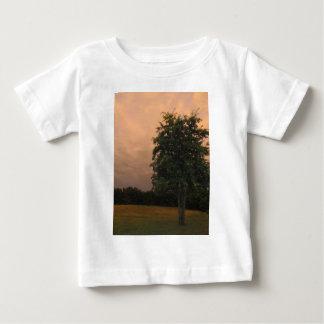Árbol solitario playera