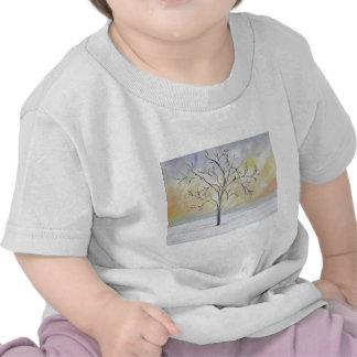 Árbol solo en la pintura de acrílico del invierno camiseta