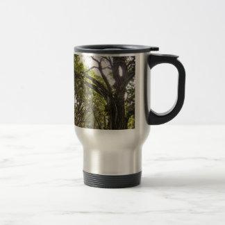 Árbol torcido taza térmica
