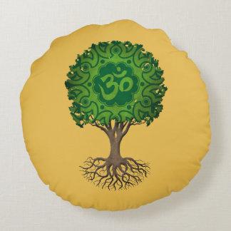 Árbol verde de OM de la yoga de la vida Cojín Redondo