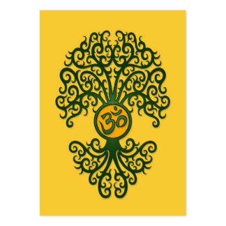 Árbol verde de OM de la yoga en amarillo Tarjetas De Negocios