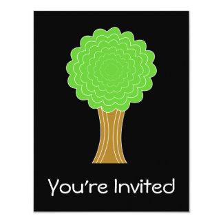 Árbol verde. En fondo negro Invitaciones Personales