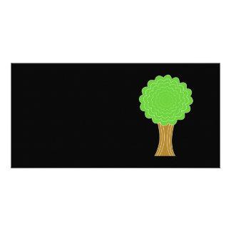 Árbol verde. En fondo negro Tarjetas Personales Con Fotos