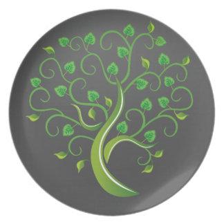 Árbol verde en la noche plato de comida