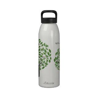 Árbol verde estilizado agua reciclada personaliza botella de agua reutilizable