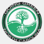 Árbol verde que va Carolina del Norte Etiqueta Redonda