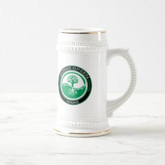 Árbol verde que va Maine Jarra De Cerveza