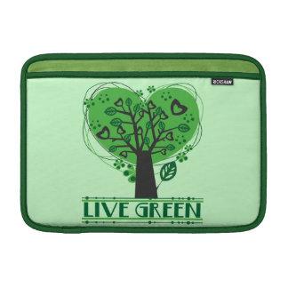 Árbol verde vivo de corazones funda  MacBook