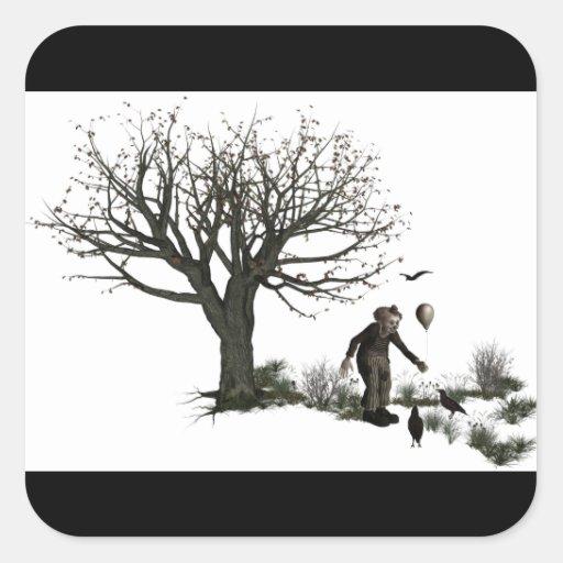 Árbol viejo del payaso del globo y pájaros negros pegatina cuadrada