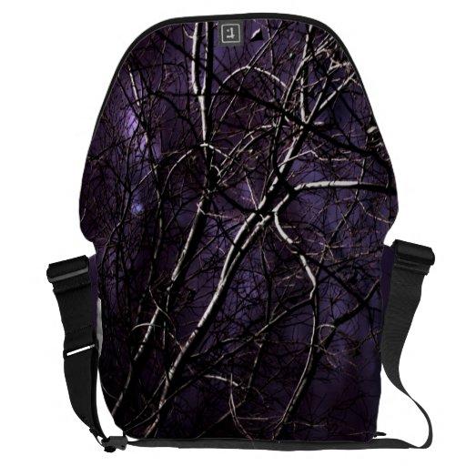 árbol violeta en la luna bolsas de mensajería