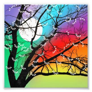 Árbol y luna brillantes de los colores cojinete