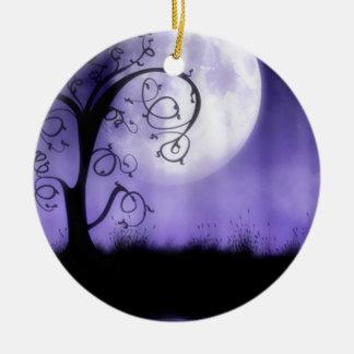 Árbol y luna góticos adorno redondo de cerámica