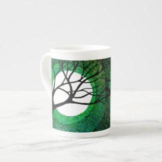 Árbol y luna - verde taza de porcelana