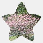Árbol y narcisos rosados pegatina en forma de estrella