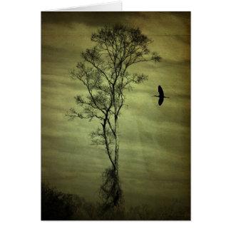 Árbol y pájaro solitarios tarjeta pequeña